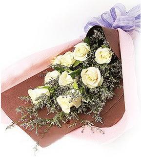 Hakkari online çiçek gönderme sipariş  9 adet beyaz gülden görsel buket çiçeği
