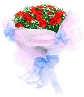 Hakkari çiçekçi mağazası  11 adet kırmızı güllerden buket modeli