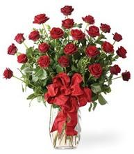 Sevgilime sıradışı hediye güller 24 gül  Hakkari uluslararası çiçek gönderme