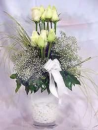 Hakkari çiçek siparişi vermek  9 adet vazoda beyaz gül - sevdiklerinize çiçek seçimi