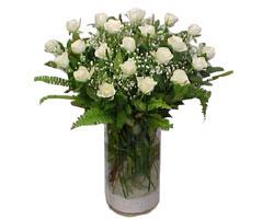Hakkari güvenli kaliteli hızlı çiçek  cam yada mika Vazoda 12 adet beyaz gül - sevenler için ideal seçim