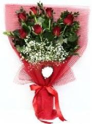 7 adet kırmızı gülden buket tanzimi  Hakkari online çiçek gönderme sipariş