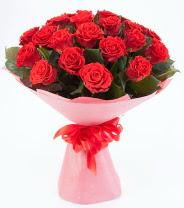 12 adet kırmızı gül buketi  Hakkari çiçekçi mağazası