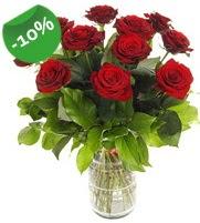 11 adet vazo içerisinde kırmızı gül  Hakkari çiçek siparişi vermek