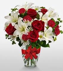 Eşsiz vazo tanzimi güller kazablankalar  Hakkari çiçek siparişi vermek