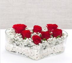 kalp içerisinde 7 adet kırmızı gül  Hakkari internetten çiçek siparişi