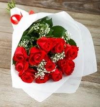 9 kırmızı gülden buket çiçeği  Hakkari çiçek yolla