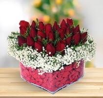 15 kırmızı gülden kalp mika çiçeği  Hakkari çiçekçi telefonları