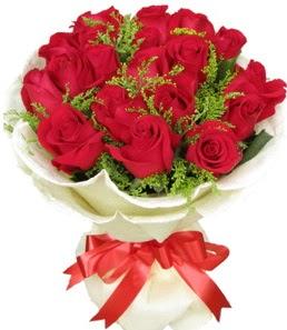 19 adet kırmızı gülden buket tanzimi  Hakkari çiçek online çiçek siparişi