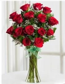 Cam vazo içerisinde 11 kırmızı gül vazosu  Hakkari 14 şubat sevgililer günü çiçek