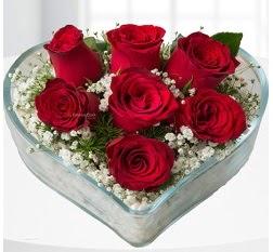 Kalp içerisinde 7 adet kırmızı gül  Hakkari çiçek online çiçek siparişi