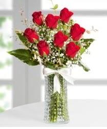 7 Adet vazoda kırmızı gül sevgiliye özel  Hakkari çiçekçi mağazası