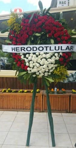Cenaze çelengi cenazeye çiçek modeli  Hakkari çiçekçi telefonları