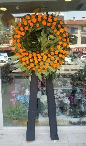 Cenaze çiçeği cenaze çelengi çiçek modeli  Hakkari çiçek yolla