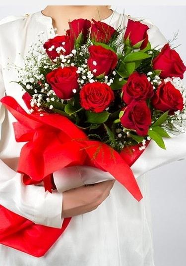 Aşk Gülleri 11 Adet kırmızı gül buketi  Hakkari çiçek gönderme