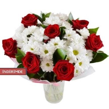 7 kırmızı gül ve 1 demet krizantem  Hakkari İnternetten çiçek siparişi